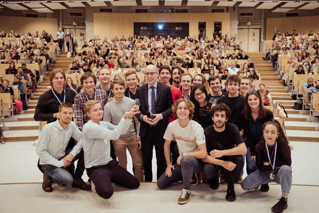 NOUVEAU RECORD DU MONDE : 529 participants à un cours d'œnologie avec sommelier